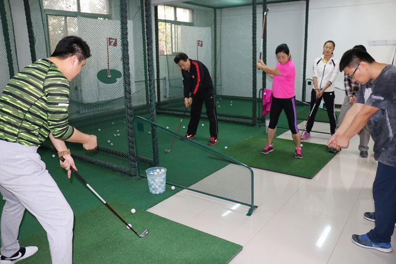 教职工排舞,室内高尔夫培训班正式开班